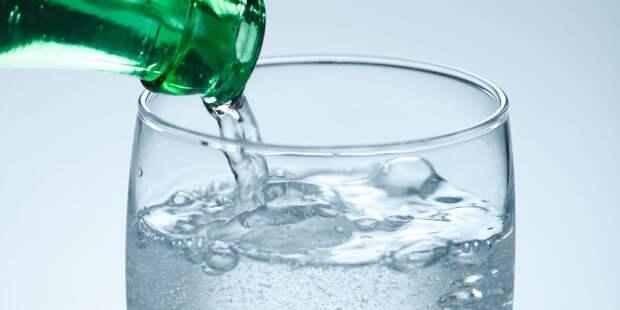 Стало известно, кому нельзя пить минеральную воду