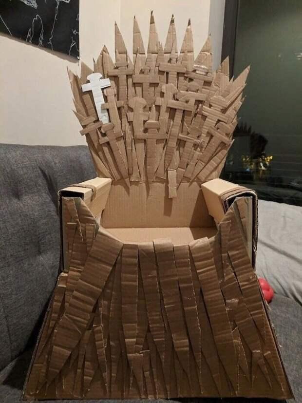 Сделали трон для нашего любимчика!