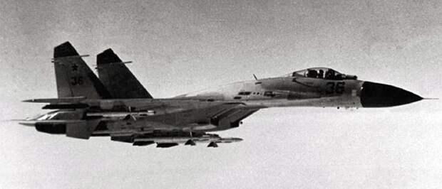 Самолет Василия Цымбала номер 36 незадолго перед столкновением в полете