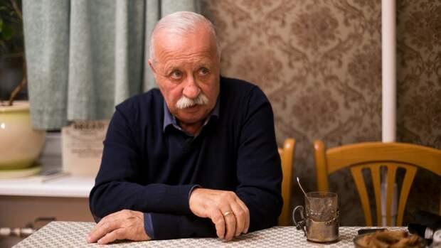 Внучка Леонида Якубовича получает в ресторане быстрого питания 12 тысяч рублей