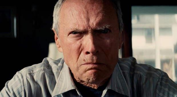 """актеры и режиссер Клинт Иствуд (Уолт Ковальски) - кадр из фильма """"Гран Торино"""""""