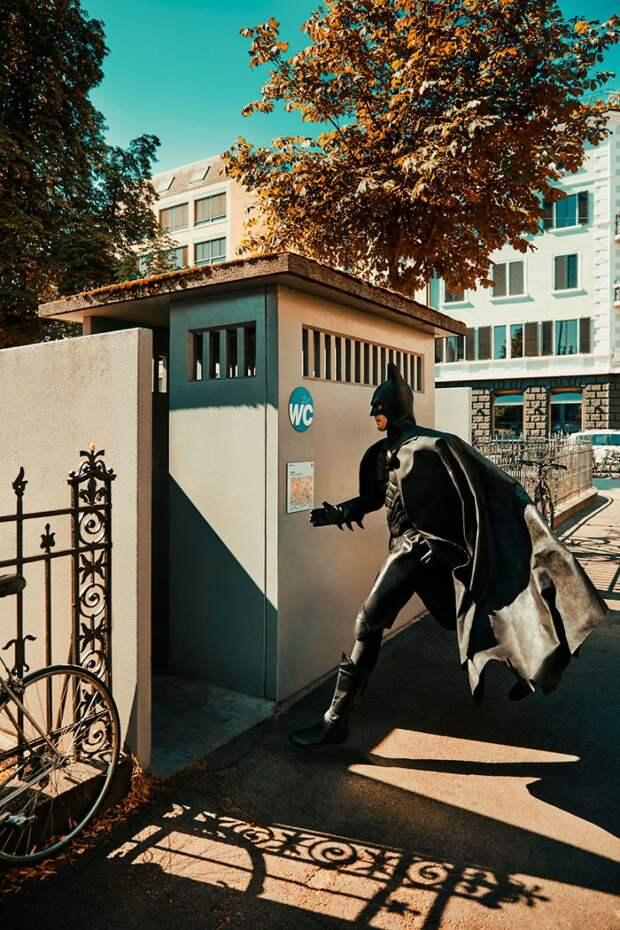 9 фото Бэтмена, который пытается жить как обычный человек
