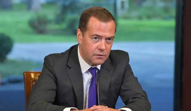 Предупреждение для Нуланд: политолог Погребинский о статье Медведева