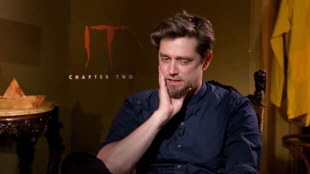 """Режиссер """"Флэша"""" Андрес Мускетти показал логотип на костюме Супергерл"""