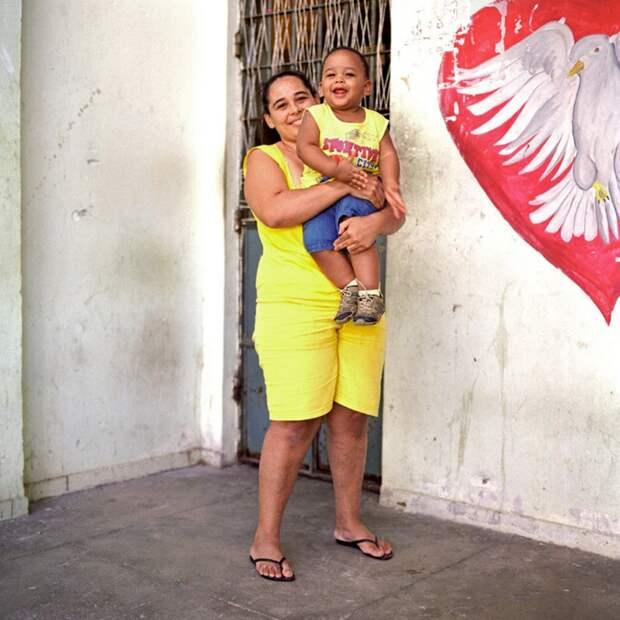 7. 33-летняя Розангела и ее годовалый сын Педро. Розангелу посадили в тюрьму на один год 11 месяцев и 10 дней за международное распространение наркотиков. Педро родился в тюрьме. (Luiz Santos)