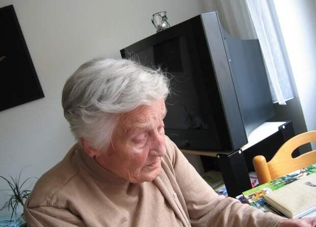Врачи рассказали о четырех «повторяющихся» симптомах деменции