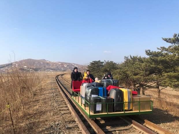 По шпалам и рельсам: российские дипломаты на дрезине вернулись из Северной Кореи