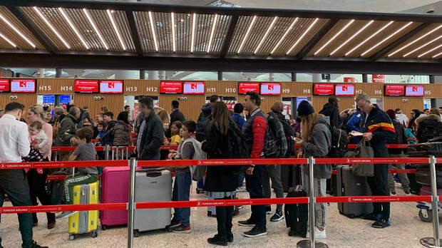 Российских туристов пообещали вернуть из Турции и Танзании до 1 мая