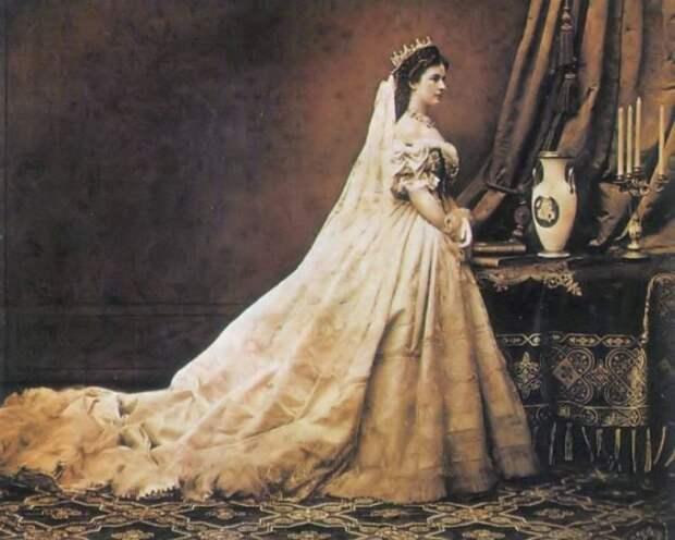 Рабыня красоты: Как императрица Сисси ухаживала за волосами и чем для этого питалась