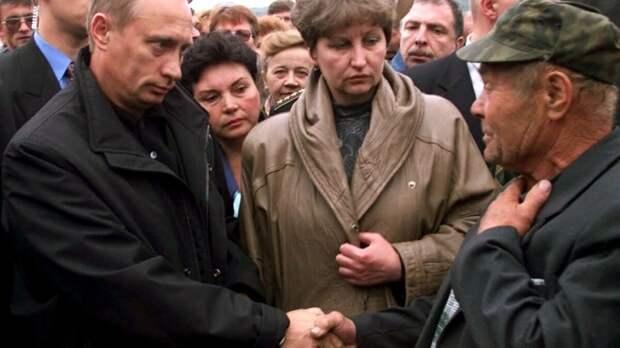 Фото из открытых источников. На встрече с родственниками погибших подводников.