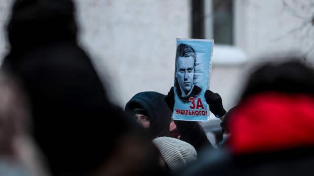 Жителей Якутска вывели на митинг в -51 °С. Часть сторонников Навального уже греется в полиции