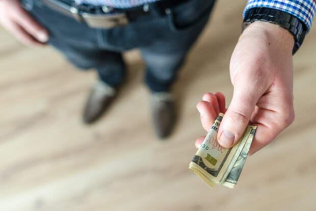 В РФ всё больше должников спят и видят себя банкротами