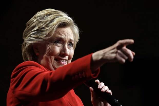 Клинтон пошутила над блокировкой аккаунта Трампа в Twitter