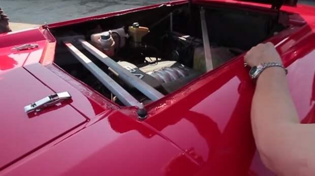 Под капотом машины скрывается 4,2-литровый двигатель Audi.