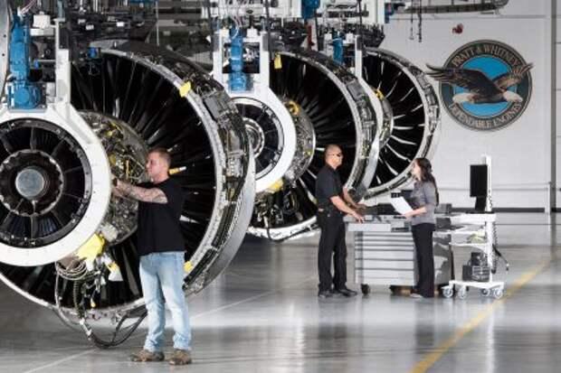Двигатели Pratt & Whitney PW1100G-JM на сборочной линии в Миддлтауне, штат Коннектикут