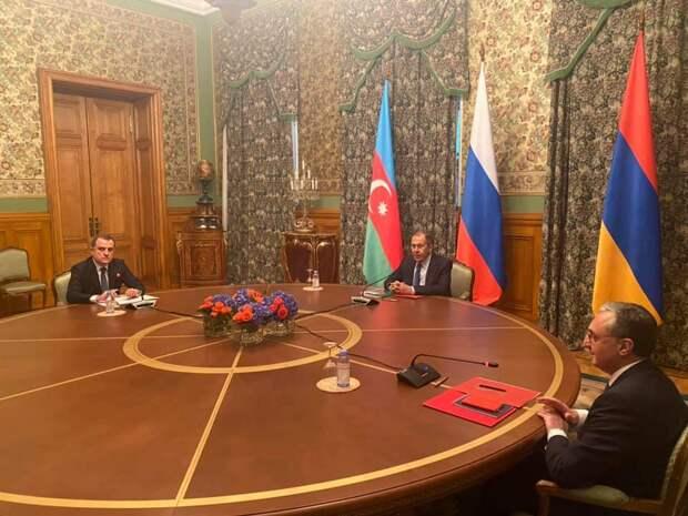 Предложенные Путиным переговоры по Карабаху продолжаются более семи часов