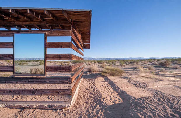 хижина в пустыне