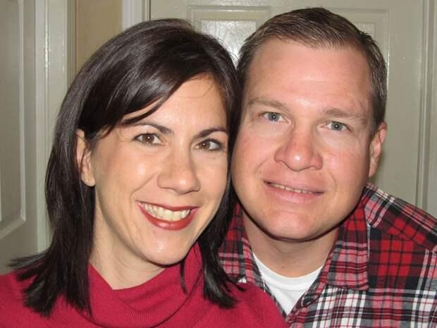 Бездетные супруги решили усыновить тройню, но внезапно стали родителями 6-х детей