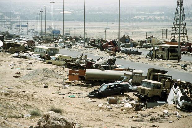 Highway of Death Demolished_vehicles_line_Highway_80_on_18_Apr_1991.jpg