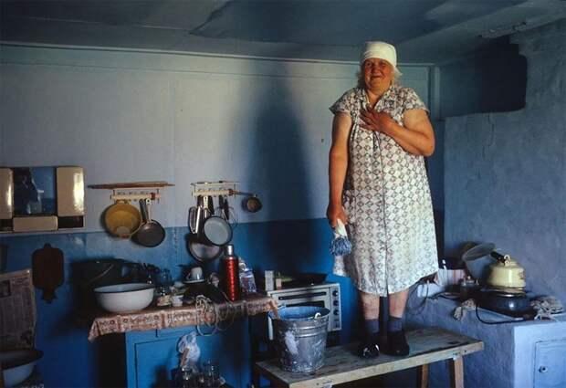 Костино, 1399 км от Красноярска по Енисею. Эрика Герлиц, из поволжских немцев, была депортирована в Костино в августе 1941 года, когда ей было 16 лет. 1993 г. 90-е годы, 90-е годы. жизнь, СССР, жизнь в 90-е, ностальгия, старые снимки, фотографии россии, фоторепортаж