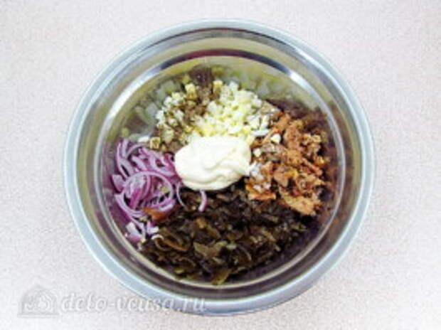 Салат из морской капусты с сайрой: фото к шагу 5