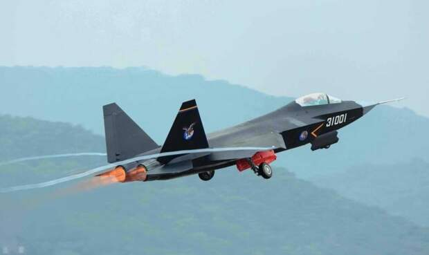 Китай начал разработку палубного варианта J-31