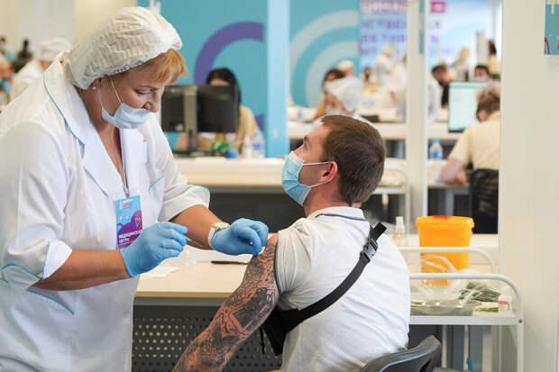 Пункты вакцинации от коронавируса в Москве загружены на 60%