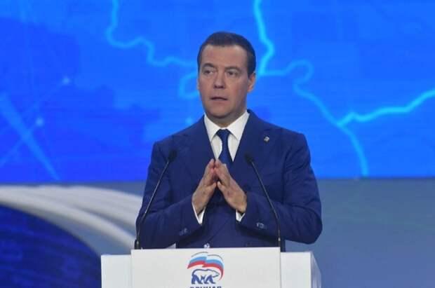 Медведев допустил введение четырёхдневной рабочей недели в будущем