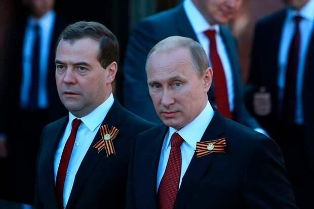 Путин держит Медведева на посту премьер-министра в качестве интерьера, и он его вполне устраивает