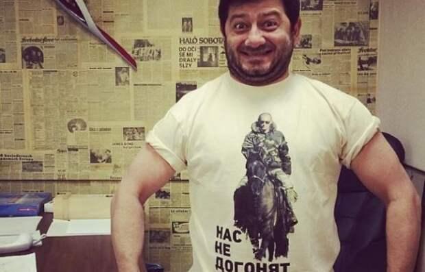 Российские звезды носят футболки с Путиным