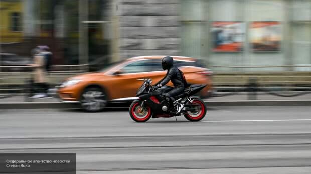 Мотоциклист погиб при попытке перелететь разведенный мост в Петербурге
