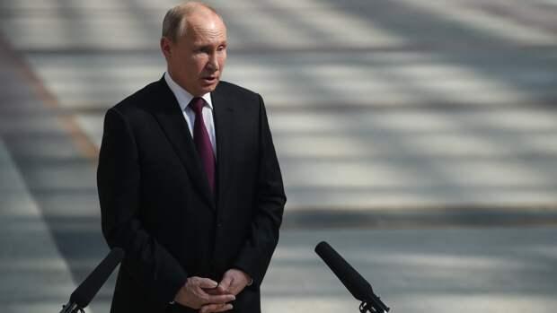 Владимир Путин торжественно поздравил моряков с Днем ВМФ