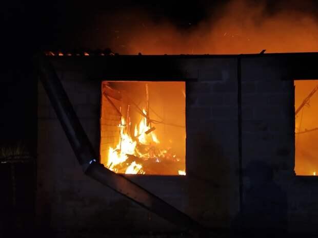 Во время пожара в севастопольском бараке погиб человек