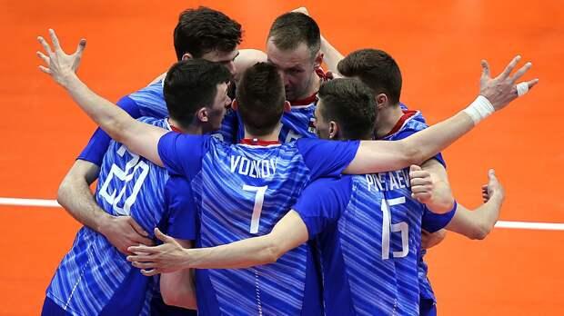 Российские волейболисты начали сразгрома. Французы неуспевали занами иполучали мячом поголове