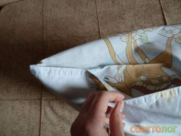 Если ширина подушки больше 50 см., то открытую часть со стороны клапана зашиваем до 50-45 см.