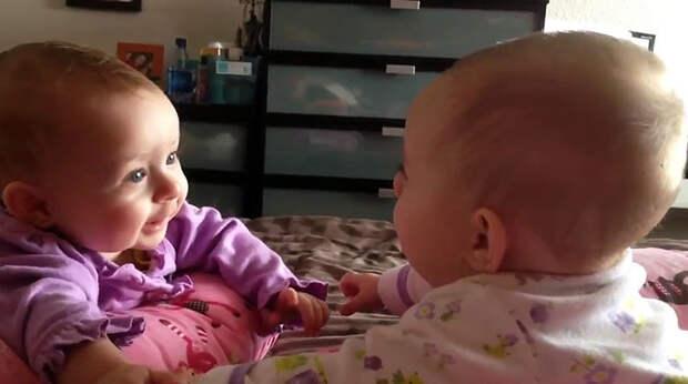 Посмотрите как эти дети разговаривают. Как же они понимают друг друга