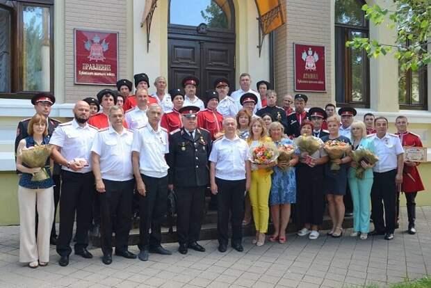 В Кубанском казачьем войске наградили казаков Почетного караула и атаманов