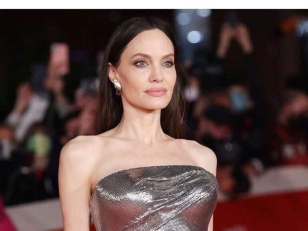Красавицы: Анджелина Джоли в Риме с дочками