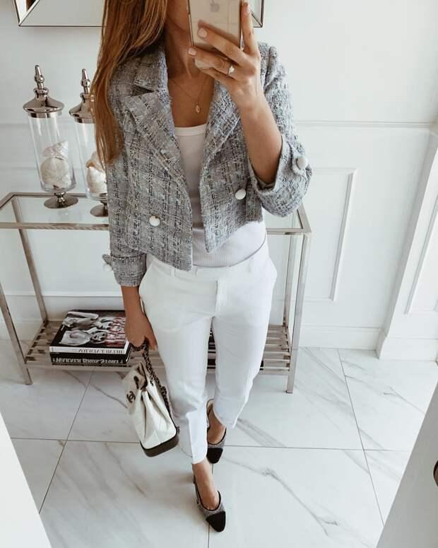 Как стильно носить белые брюки осенью