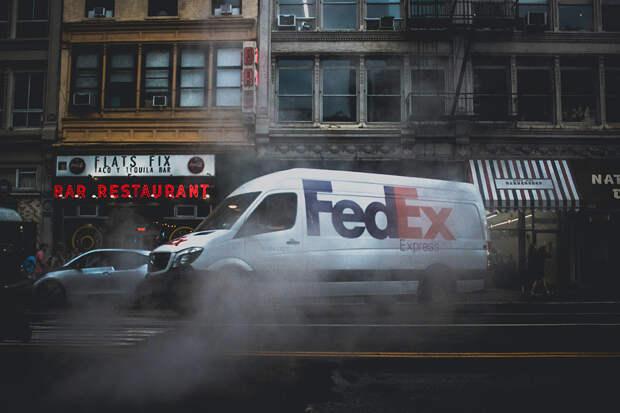 Неизвестный расстрелял людей в здании FedEx в США