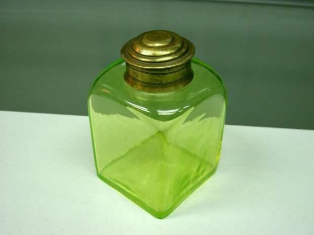 Урановое стекло