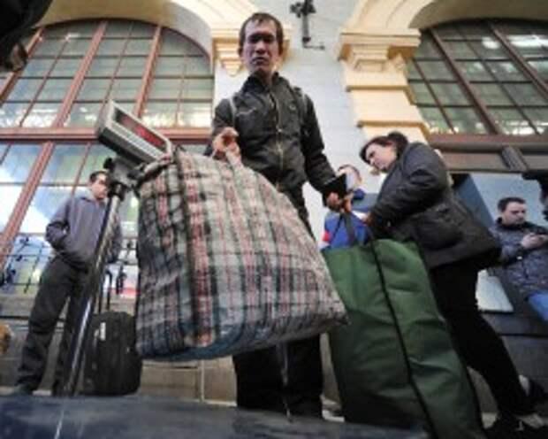 Гражданам Таджикистана запретили въезд в Россию по внутренним паспортам