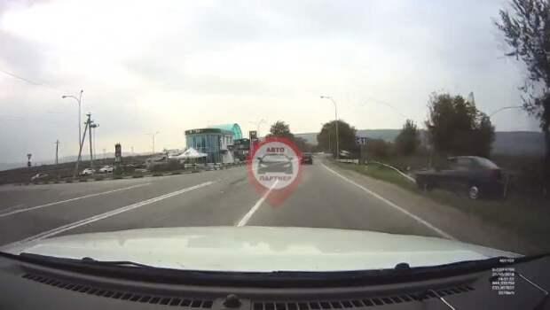 ДТП в Крыму: водитель уснул за рулём и снёс столб (ВИДЕО)