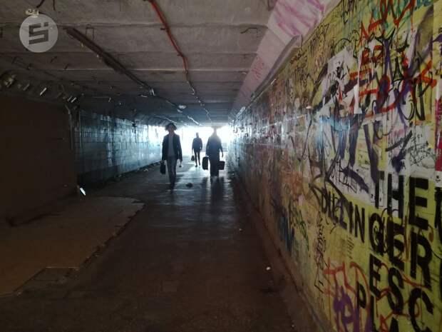 Антивандальные светильники разбили в подземном переходе у УдГУ в Ижевске
