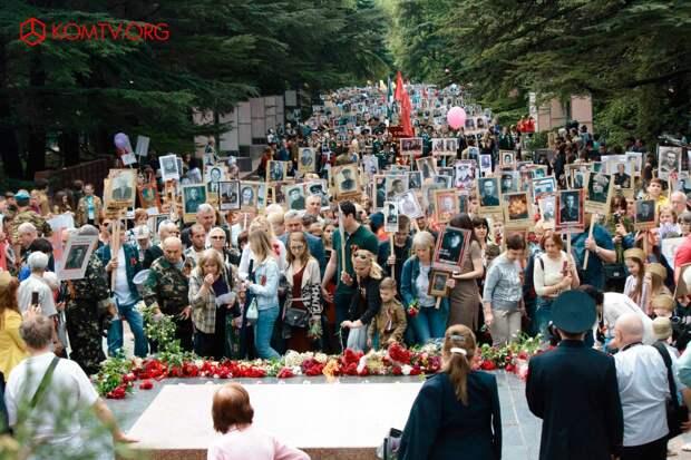В Симферополе в шествии «Бессмертный полк» приняли участие более 50 тысяч человек 2