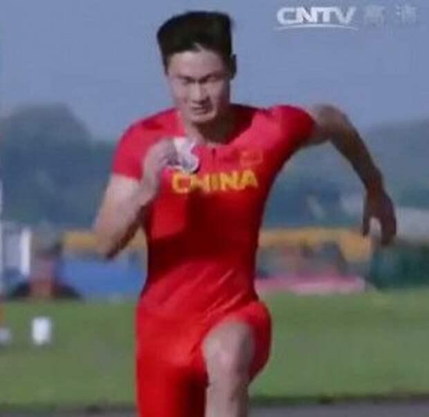 Китаец обогнал истребитель (видео)