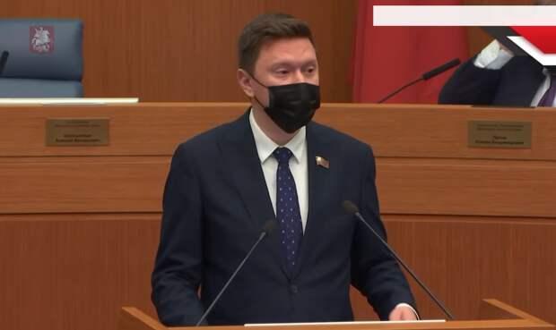 Представитель «Единой России» А. Козлов раскритиковал проект о выплатах ветеранам, заявив, что он недоработанный, а процесс выплат – трудоемкий и слишком сложно реализуемый