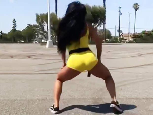 Странная мода: девушки выходят из машин и танцуют тверк