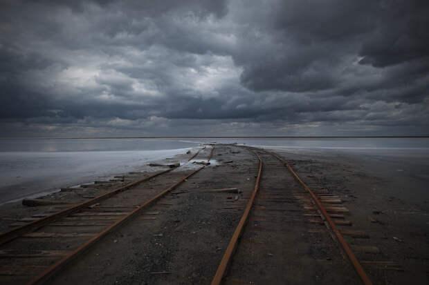 Пустоши и промзоны в пугающих фотографиях Louis Le Kim