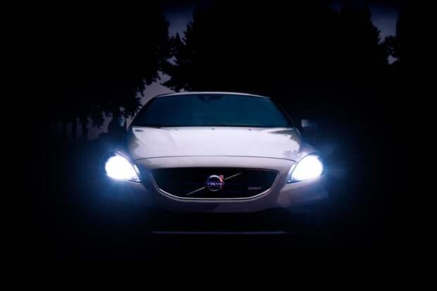Почему одни светодиодные фары вавтомобилях слепят, адругие— нет